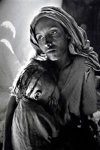 children's ward in the korem refugee camp [mother and child] by sebastião salgado